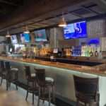 bradys-neighborhood-bar-bar-tvs
